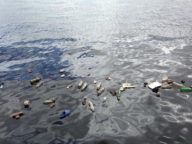 海上のゴミ