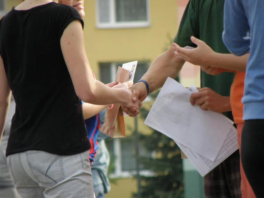 パートナーとの握手